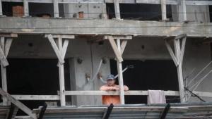 La actividad industrial cayó 2,3 % y la construcción se desplomó 9,5%