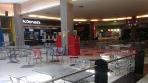 Con todos los protocolos, reabrió el patio de comidas del Shopping